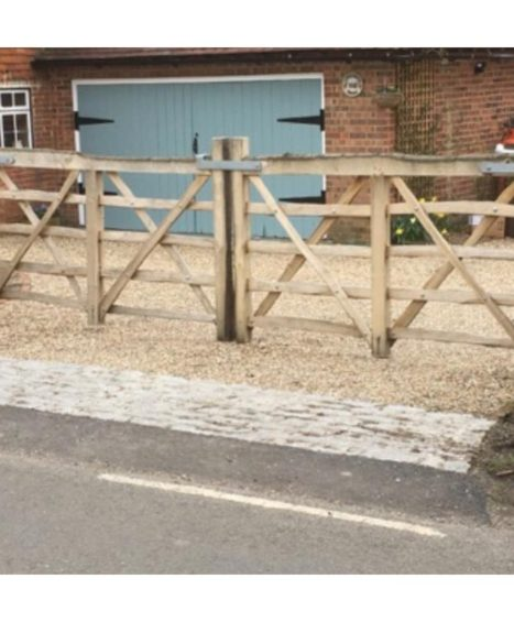 Cleft Chestnut 5 Bar Gate